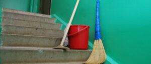 """<span class=""""title"""">Ежедневное мытье полов на всех этажах и лестницах и другие новейшие сантребования к МКД</span>"""